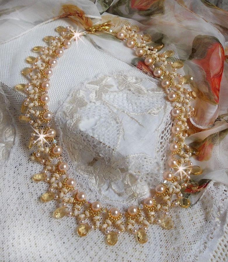 Collier Charmeuse Champagne avec des cristaux de Swarovski et des gouttes facettées en verre