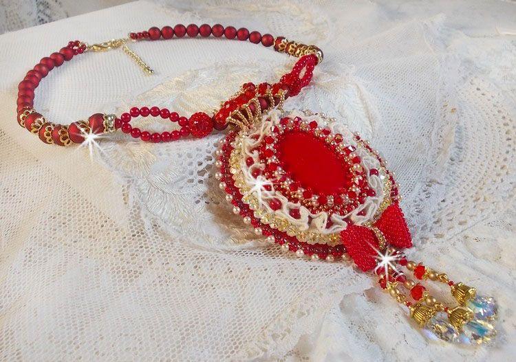 Pendentif Nous Deux Haute-Couture baroque brodé en perles semi-précieuses et cristal de Swarovski