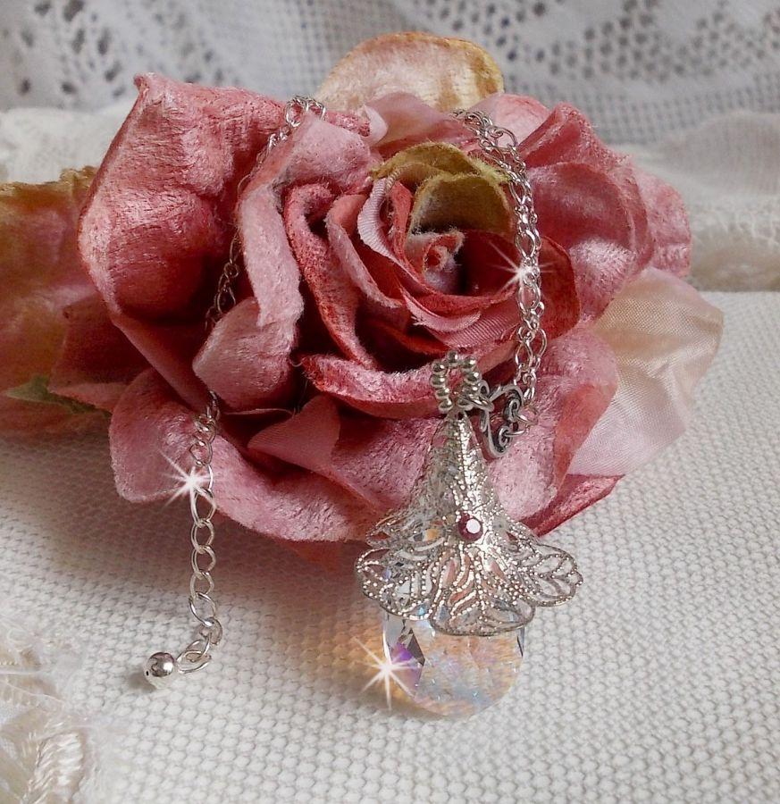 Collier Fleur d'Argent avec un merveilleux pendentif en cristal de Swarovski et en argent