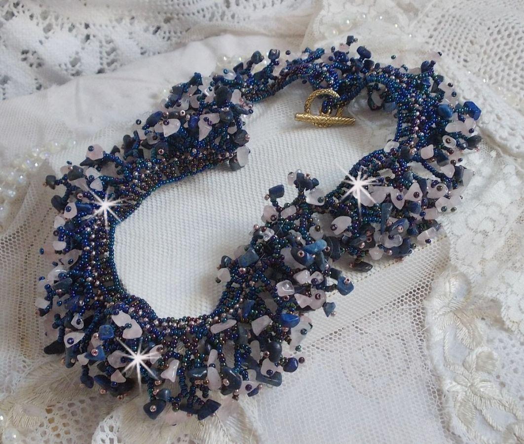 Collier Fleur de corail rien que des rocailles et perles semi-précieuses