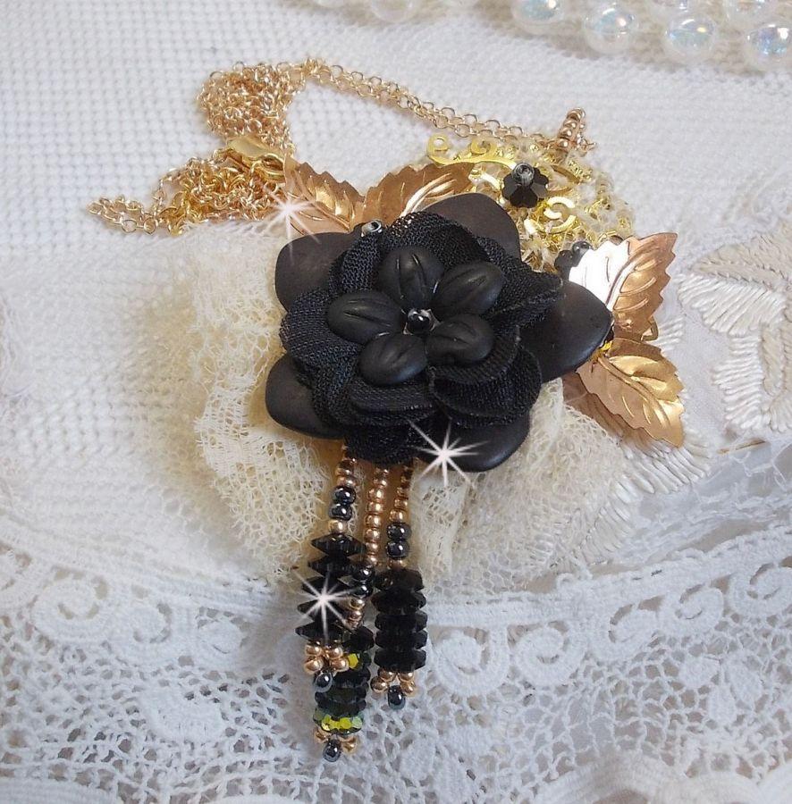 Collier pendentif Attrape-Rêves Noir et Doré avec une dentelle très ancienne et de beaux Cristaux