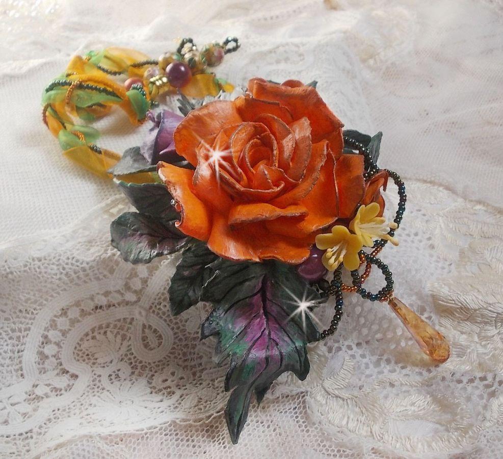 Collier pendentif Douceur de Printemps crée tout en porcelaine froide et perles diverses