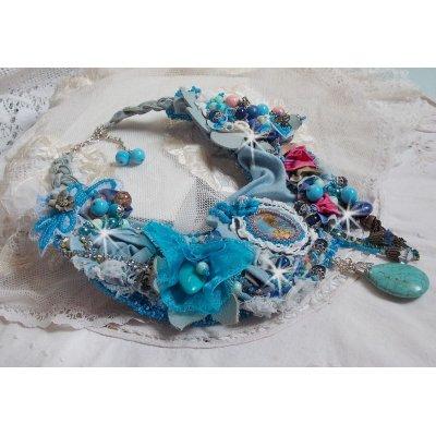 Collier plastron Far West, une tendance de l'Ouest Américain avec des perles semi-précieuses et perles diverses.