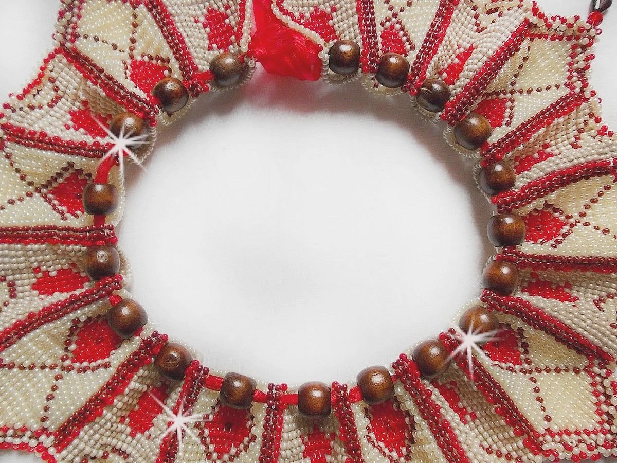 Collier plastron Romane, brodé avec des rocailles et perles