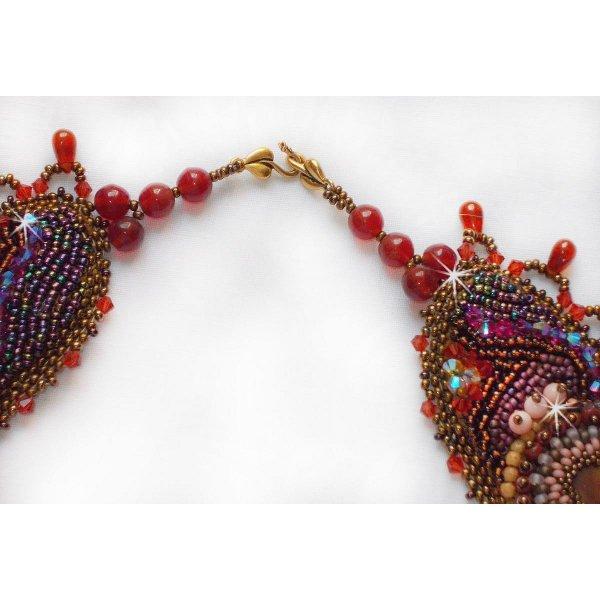 Collier Plastron Topaz Haute-Couture avec des pierres semi-précieuses et différentes perles