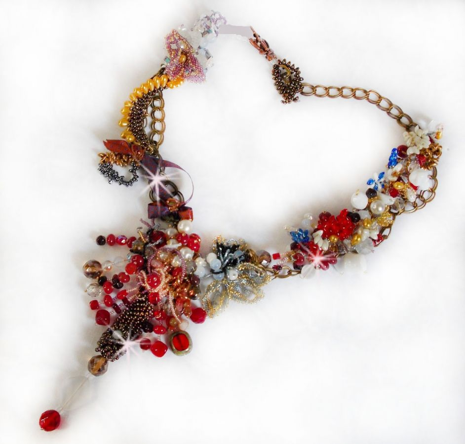 Collier Printemps Coloré avec des cristaux de Swarovski, et des perles diverses