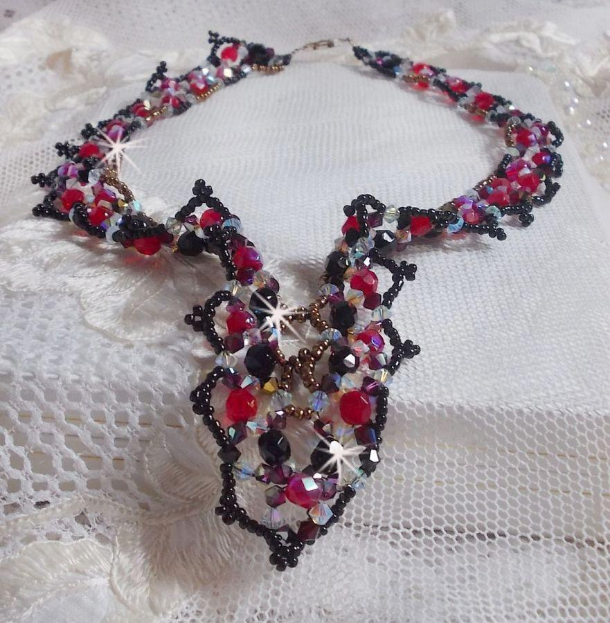 Collier Ruby and Black avec des facettes et des toupies en cristal de Swarovski