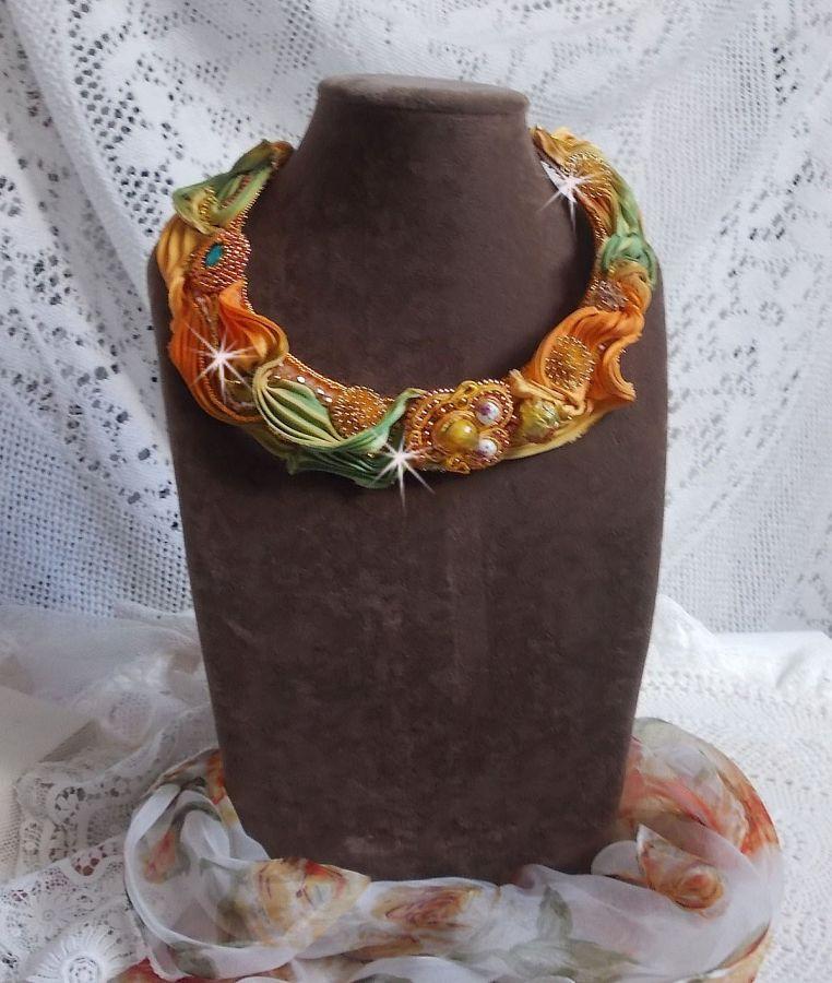 Collier Rumba Haute-Couture avec un Shibori de soie