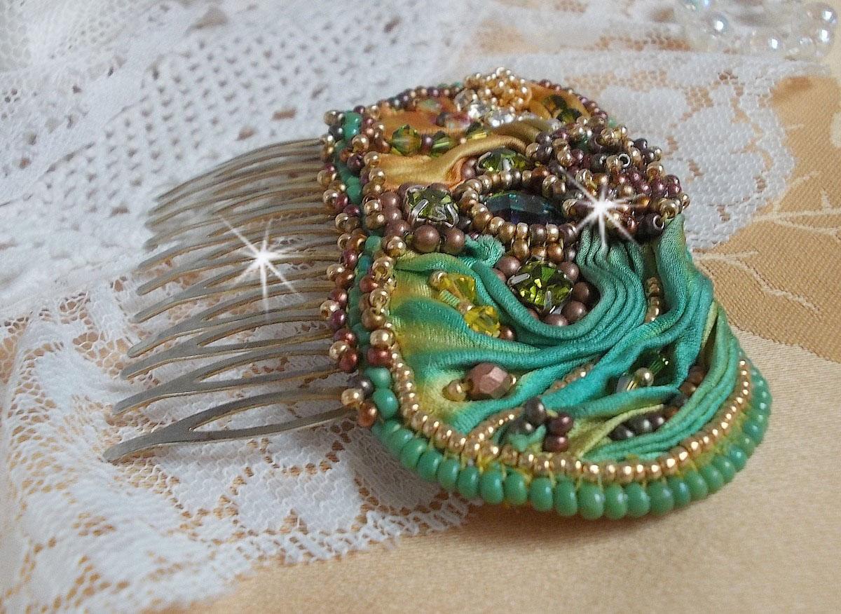 Peigne Lune Vénitienne avec une très belle soie et ces cristaux