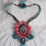 Collier Haute-Couture Naïade, cabochons turquoise et cristaux de Swarovski.
