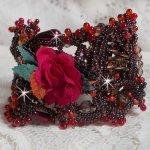 Bracelet manchette Belle Hélène tout en rocailles, fleur en tissu, des perles de gemmes (Calcite jaune/blanc) et des rocailles