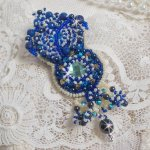 Broche Blue Palace Haute-Couture avec des rocailles bleu et argent