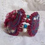Bracelet Enchantement d'Automne brodé avec des Cristaux de Swarovski, des perles rondes nacrées en résine, une dentelle et des rocailles