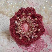 Bague Magnolia avec une dentelle bordeaux et des perles
