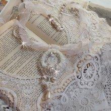 Collier Pendentif Ombrelle Charlotte avec des perles et de la nacre