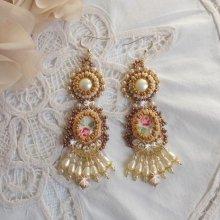 BO Reflets de Rosée, broderie de perles nacrées et rocailles.