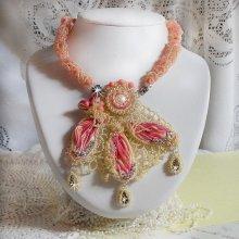Collier Les Délices de l'Eté, Shibori de soie jaune et rose, rocailles et crystal de Swarovski