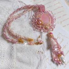 Collier pendentif Quartzib'Elle brodé avec un Quartz rose, une pierre très fine