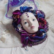 Masque vénitien L a Rêveuse de Venise brodé avec un ruban de Shibori très riche en couleurs des cristaux de Swarovski et des perles