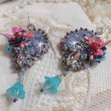 BO Mademoiselle Bluse Haute-Couture brodées avec des Cristaux de Swarovski, des fleurs en verre de Bohème, de la dentelle Grise et des rocailles