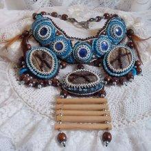 Collier Plaston Haute-Couture Typie Blue - Danse avec les Loups avec des perles semi-précieuses et des perles diverses