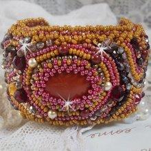 Bracelet manchette Jaspe Rouge brodé avec une pierre de gemme et de belles perles