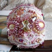 Bracelet Haute-Couture Valmont avec une dentelle ivoire très ancienne et des cristaux