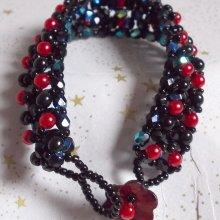 Bracelet en perles Velours Noir et Rouge modèle tout en éclat