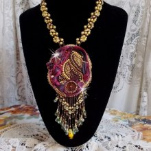 Collier Laetitia Forever avec une pièce de soie et des perles diverses
