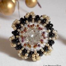 Bague Passion brodée avec de très belles perles, des couleurs irrésistibles