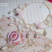 Collier Valmont brodé façon Victorien avec ces perles très douces