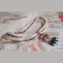Collier Pampilles Rose et Gris avec des cristaux de Swarovski et perles de haute qualité.