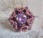 Bague avec des cristaux de Swarovski brodée façon Chinese Purple Stone
